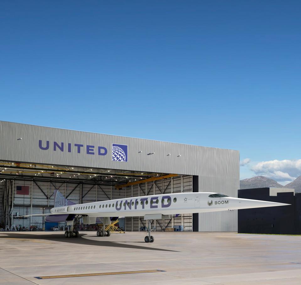 Un Boom Supersonic de United Airlines dans le hangar.