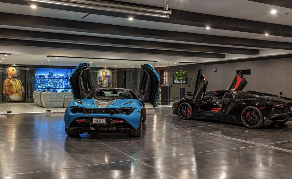 There is a 10-car auto gallery.