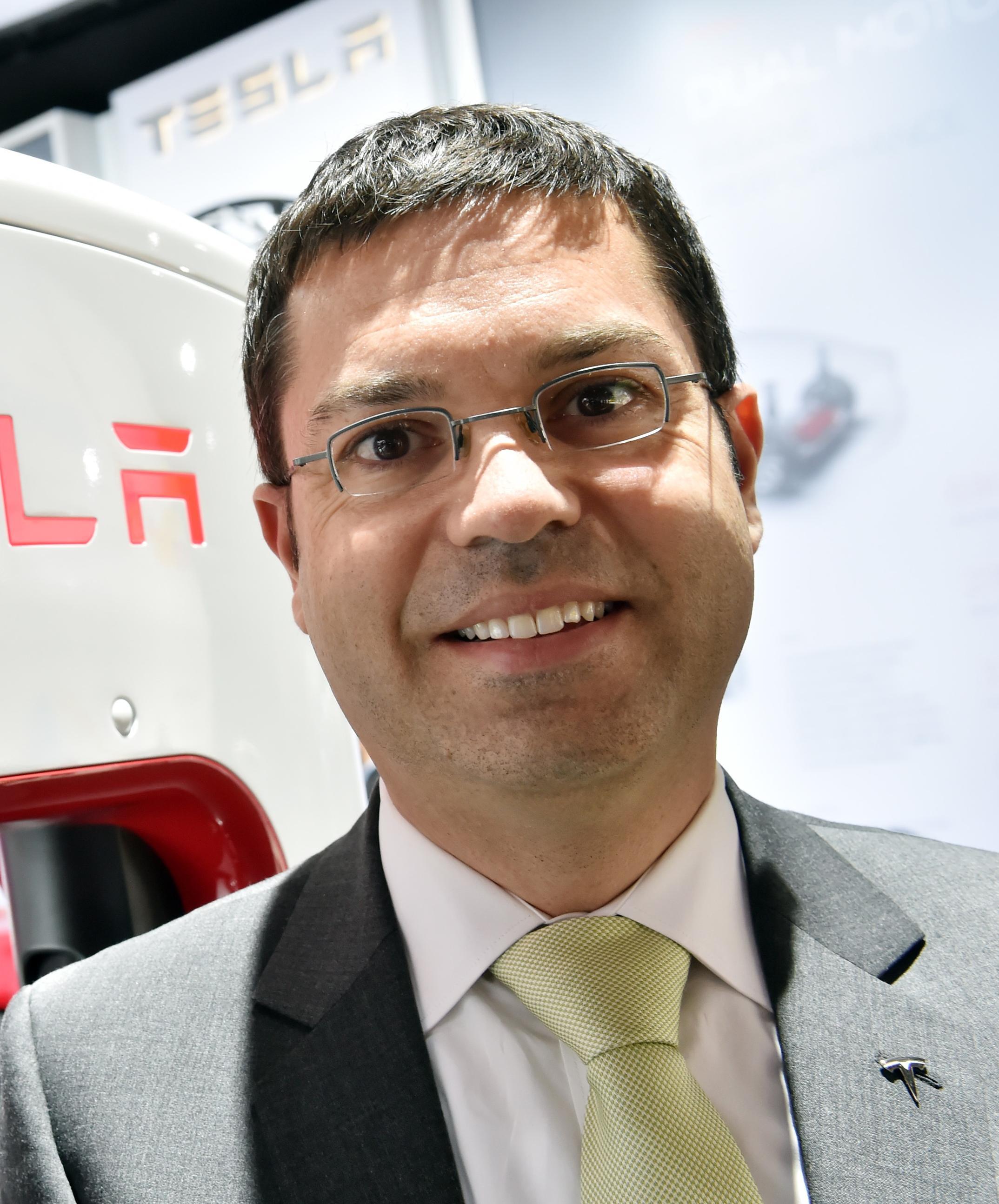 Tesla-Truck-Chief-Guillen-Quits