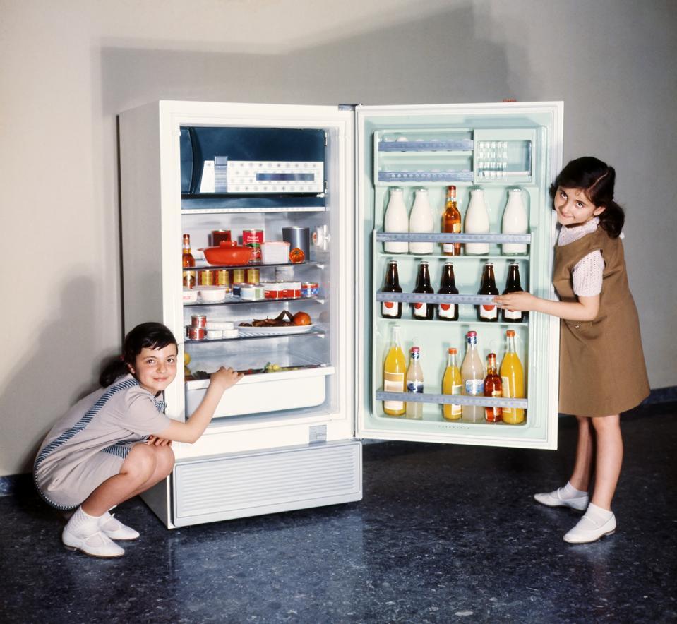 Children doing refrigerator advertising in the 60s