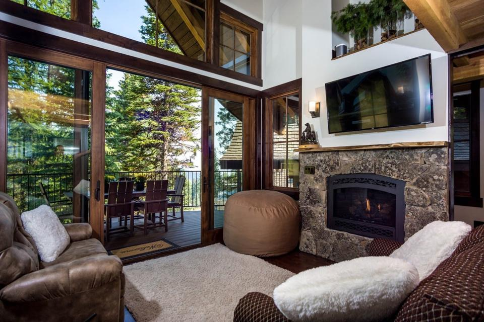 living room and fireplace in ponderosa treehouse chalet montana whitefish gail goodwin
