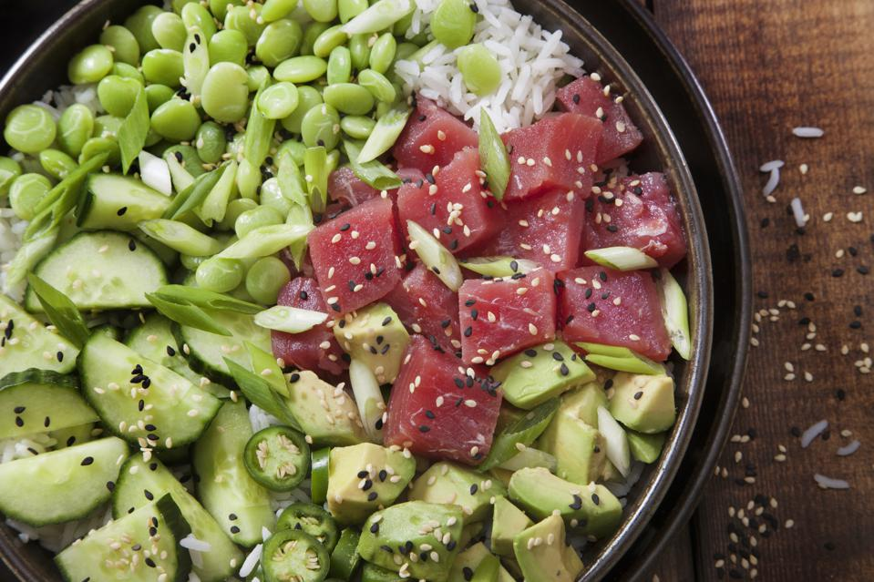 Tuna poke bowl are popular but raise concerns also among non-vegan climate foodies