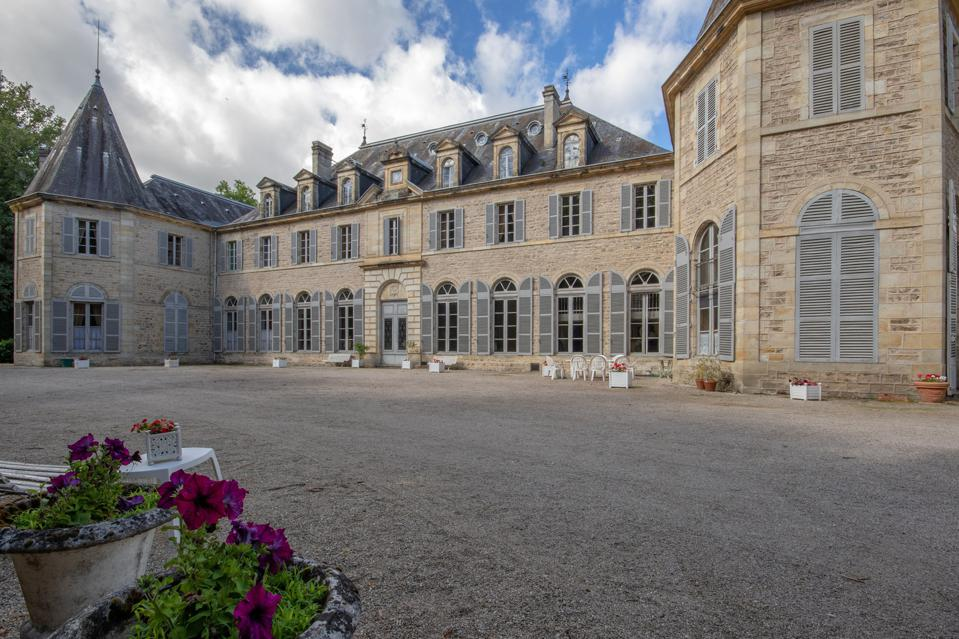 Located 20 minutes from Clermont-Ferrand 17th century castle owned by same family