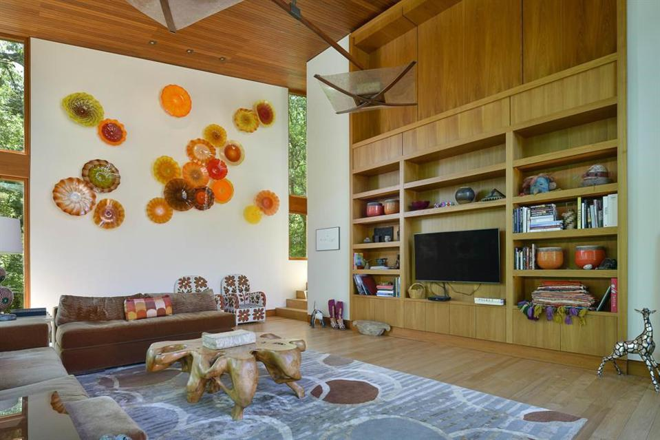 Family room of The Teak House embraces color and light