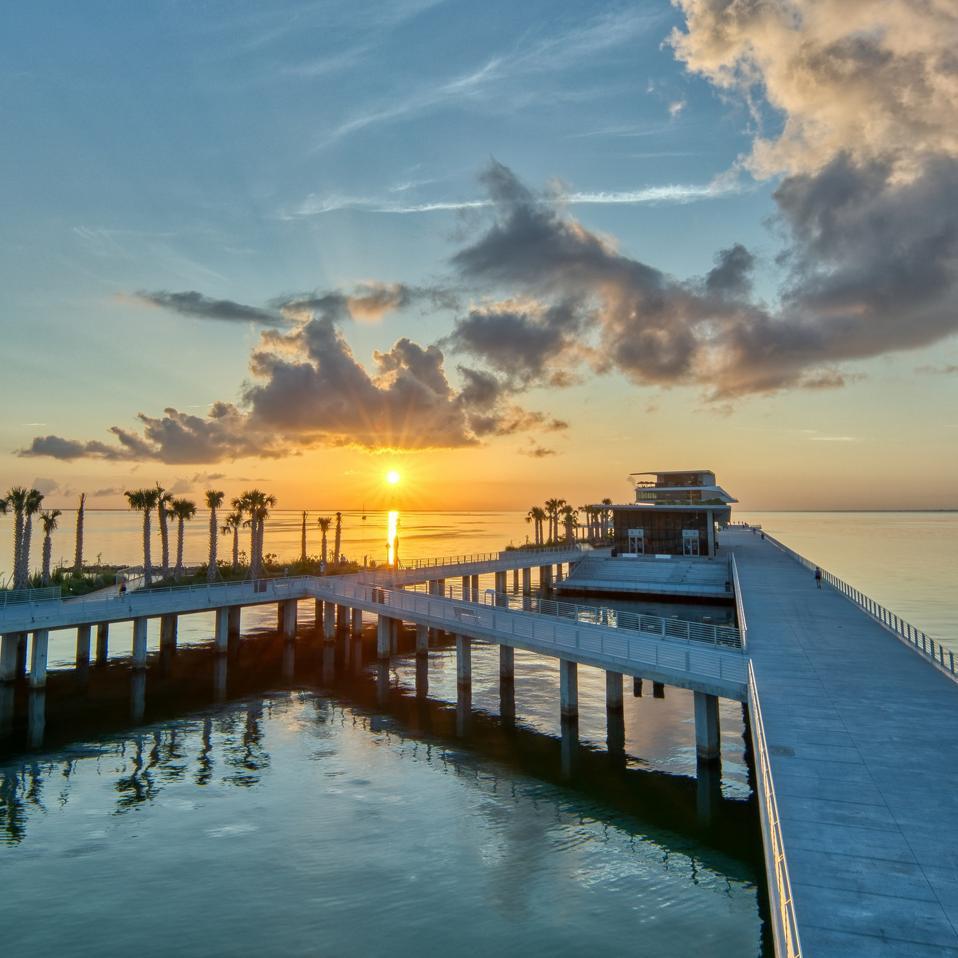 St Pete Pier au lever du soleil
