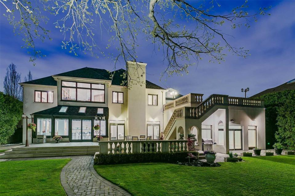 backyard night view of luxury toronto home at  47 Old Colony Road barry cohen homes