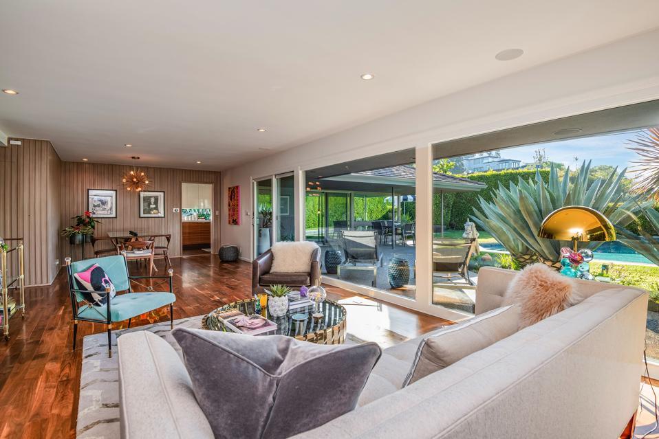 harold b zook living room in studio city 10881 willowcrest windows look onto pool