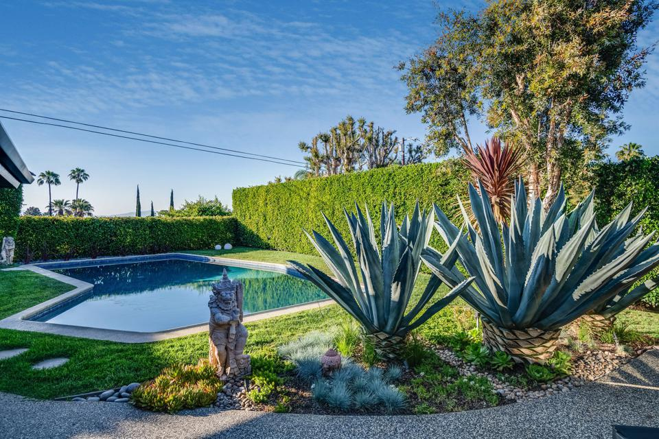 10881 willowcrest in studio city for sale at $2.6 million with a swimming pool