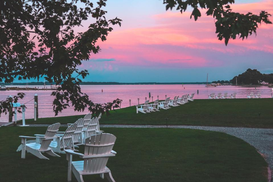 Vue expansive du coucher de soleil à l'auberge à Perry Cabin