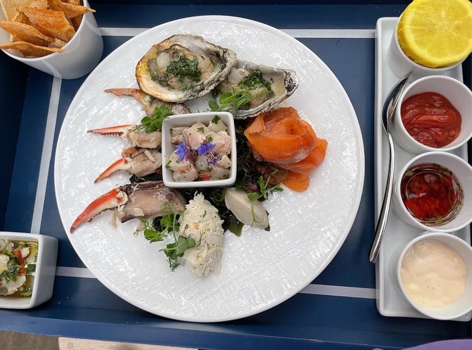Gros plan sur l'assiette de fruits de mer «Taste of the Eastern Shore » à l'Inn at Perry Cabin