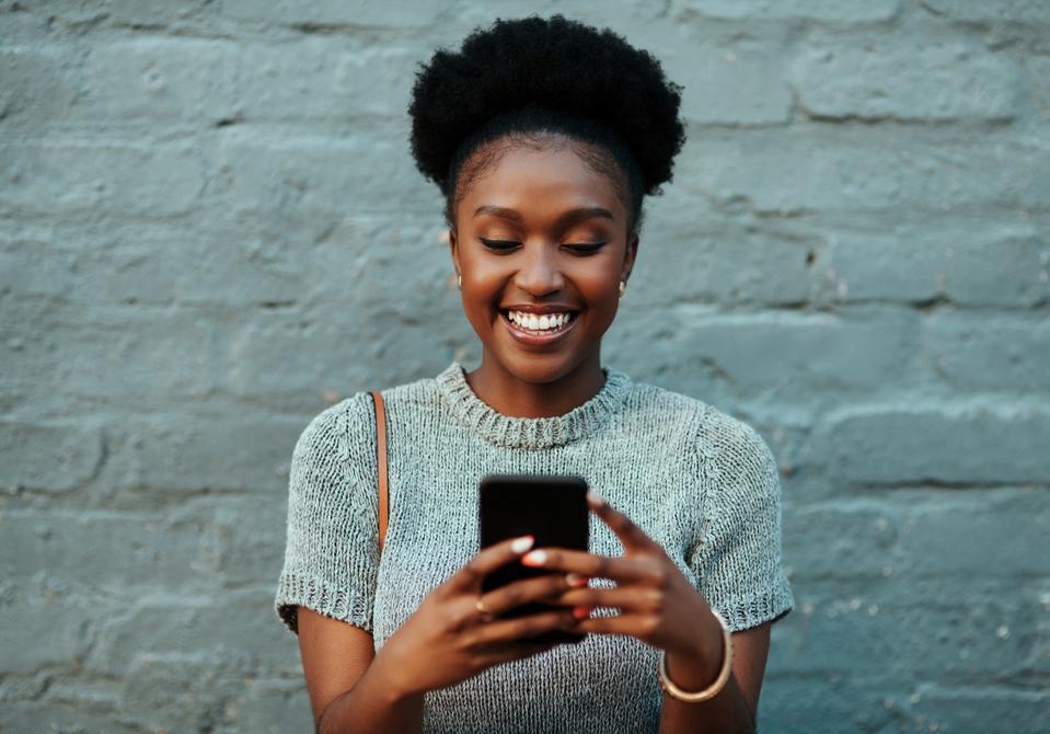 Modern day entrepreneurs connect together on social media