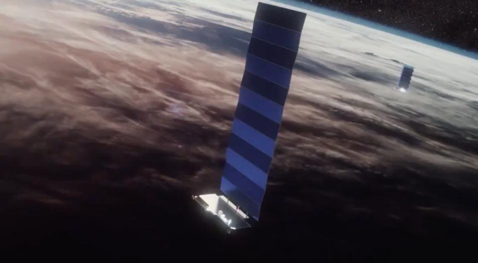 A close-pass between SpaceX and OneWeb satellites.