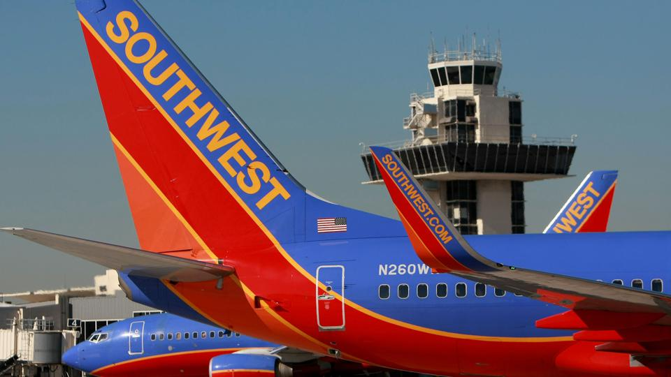 Southwest Posts First Loss In 17 Years, Due To Fuel-Hedging Write Down
