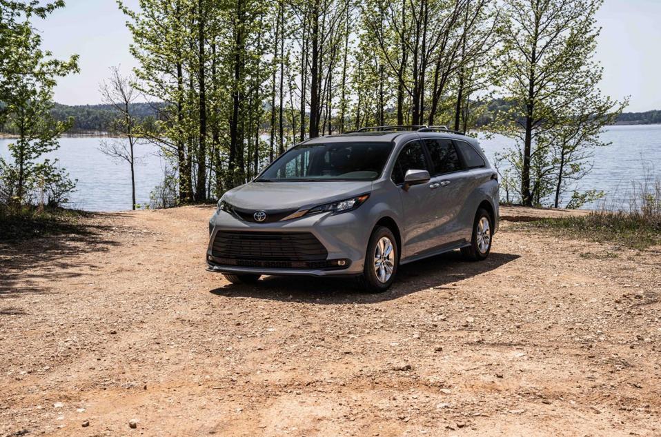 2022 Toyota Sienna Woodland