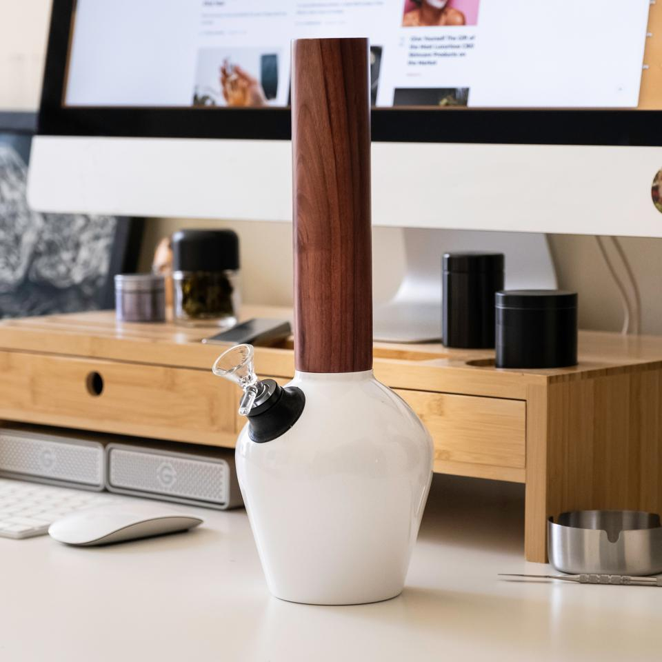 The vacuum-insulated smoking equipment stage Chill on a desk.