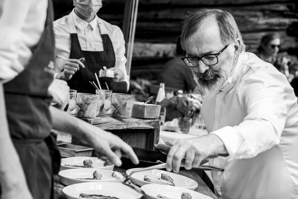 Norbert Niederkofler prepara il pranzo per St. Hubertus Ann Plug.