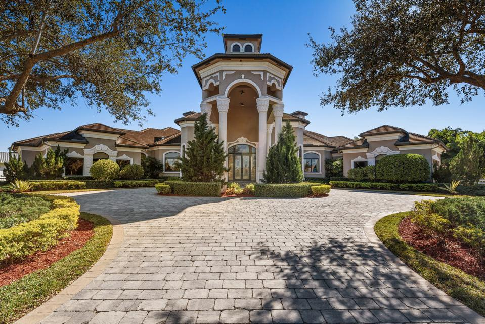 The picture shows an entrance to a Florida estate belonging to rapper Rick Ross.