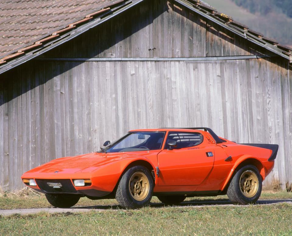 La Lancia Stratos del 1973 è stata una delle auto più sorprendenti degli anni '70.