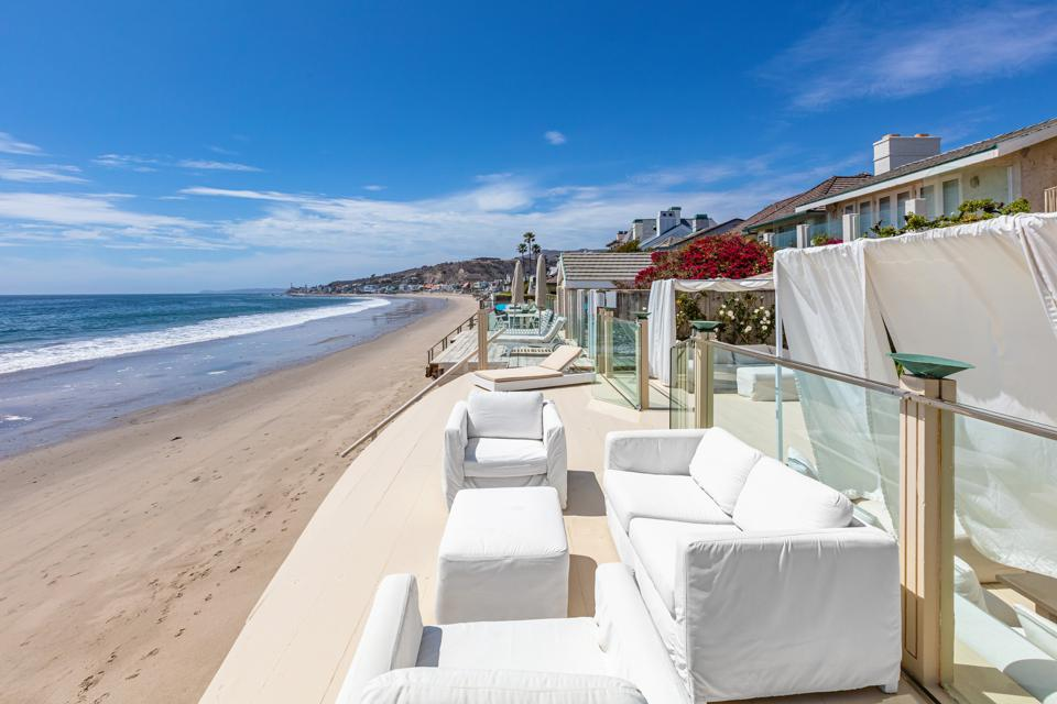 malibu beach and oceanfront homes line the sand
