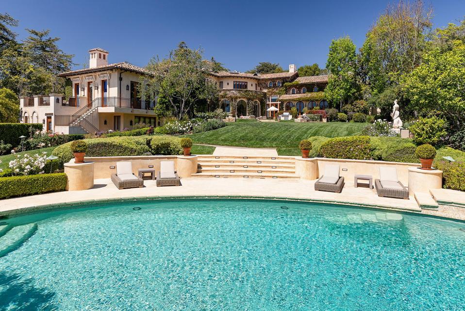 sugar ray leonard house and swimming pool