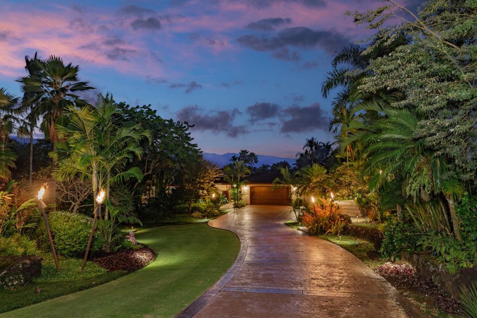 driveway leading to 5121 Hanalei Plantation Road in princeville kauai hawaii