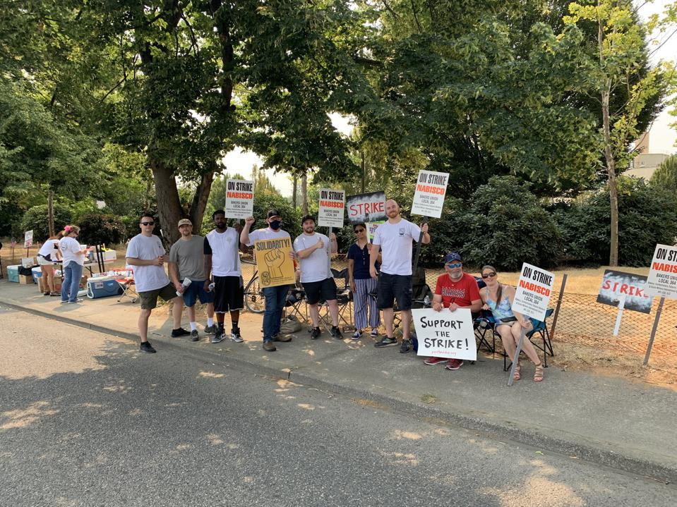 Bakery plant workers with Local 364 in Portland, Oregon on the picket line.
