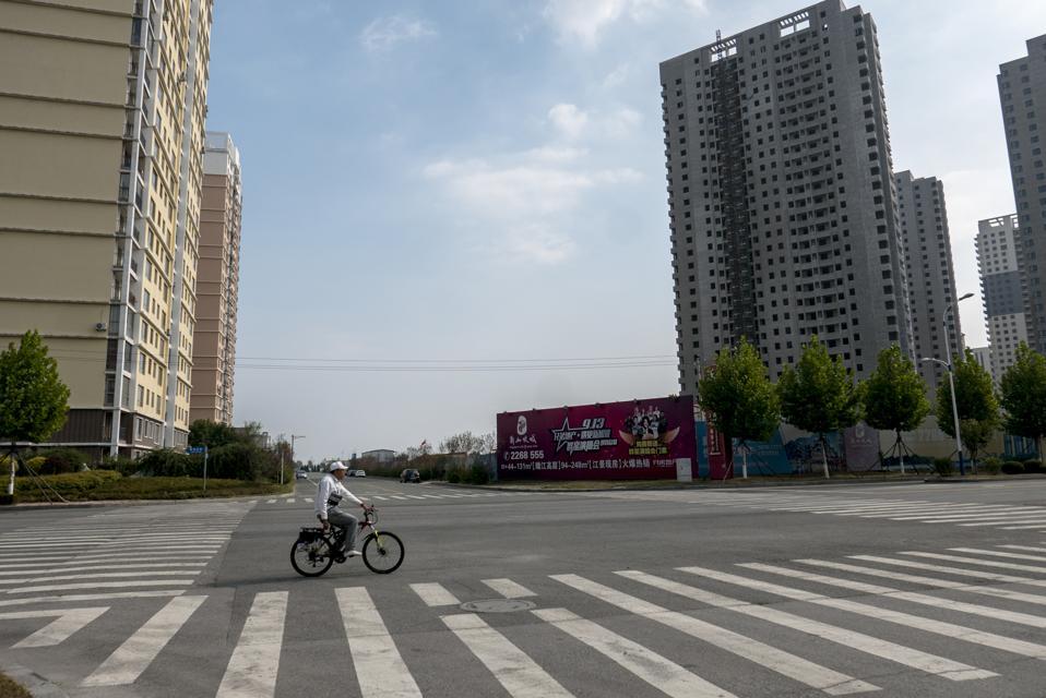 Slobodne ulice, trgovine i stambene zgrade u Guomenu ...