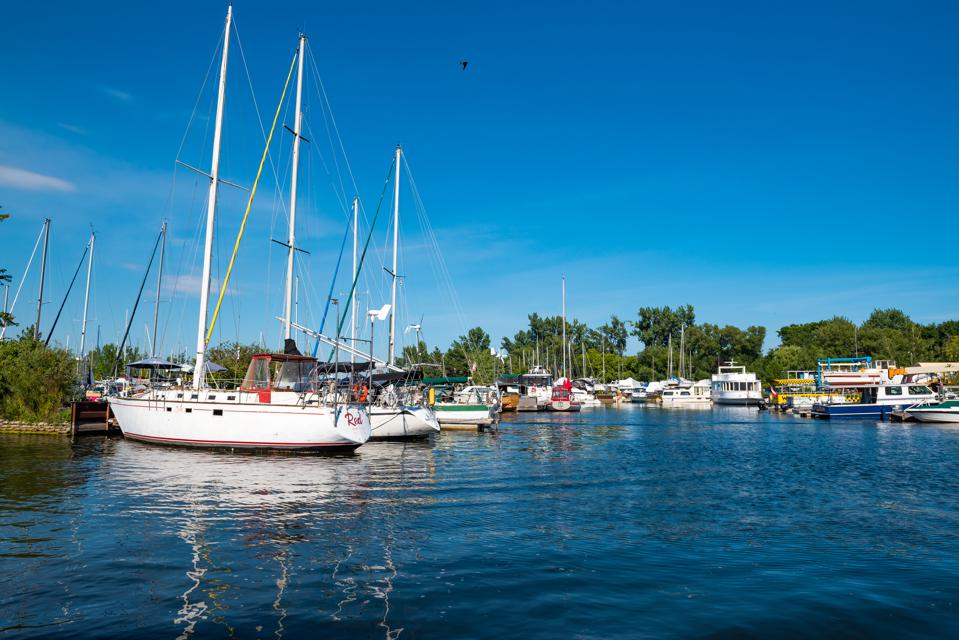 Centre Island Marina: Group of boats by the dock at Lake...
