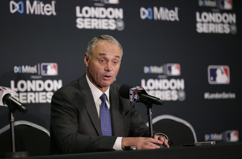 Mlb Committed To Stage 2021 World Baseball Classic Rob Manfred Says