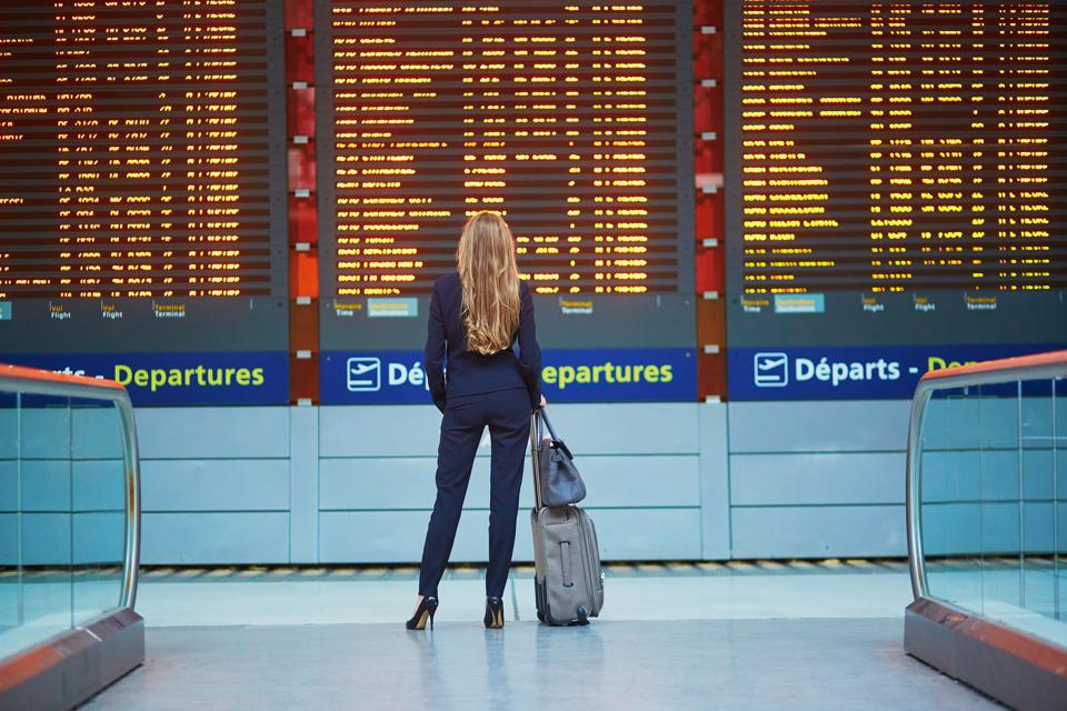 A new survey by Travelers United suggests the real reason your flight is late. The government allows flights up to 15 minutes after their arrival time to be considered ″on time.″