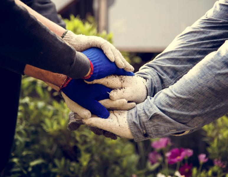 How Corporate Responsibility Professionals Use Employee Volunteer Programs