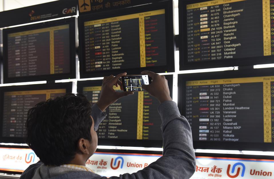 Dense Fog In Delhi\NCR Causes Flight, Rail Disruptions