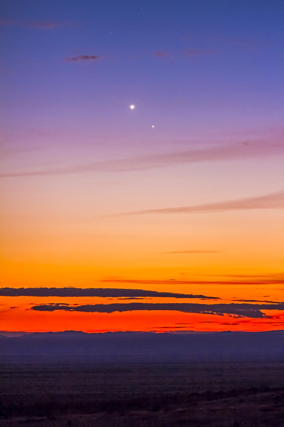 Mercury (below) and Venus in close conjunction in the evening twilight on Saturday