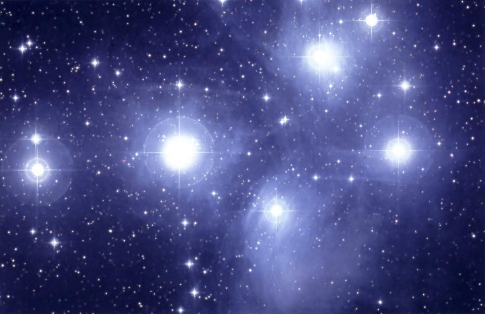 L'ammasso aperto delle Pleiadi contiene le Sette Sorelle, che sono visibili ad occhio nudo.  (Foto di: QAI Publishing / Universal Images Group via Getty Images)