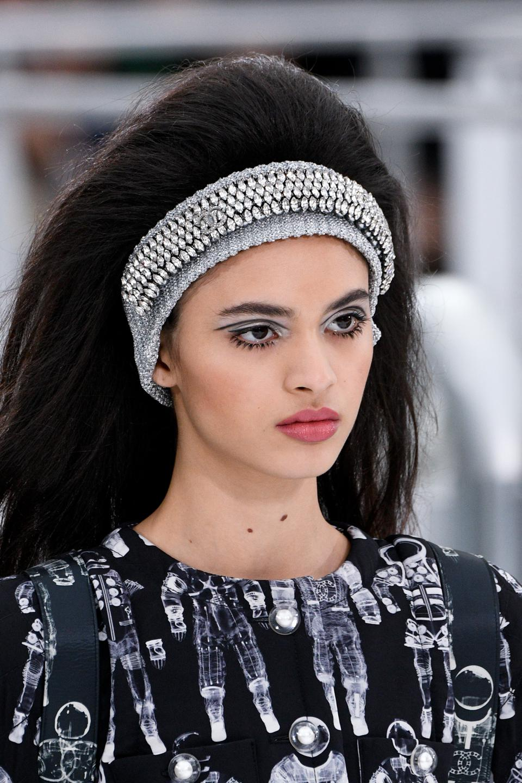Celebrity Beauty: Chanel : Runway - Paris Vogue Week Womenswear Plunge/Winter 2017/2018