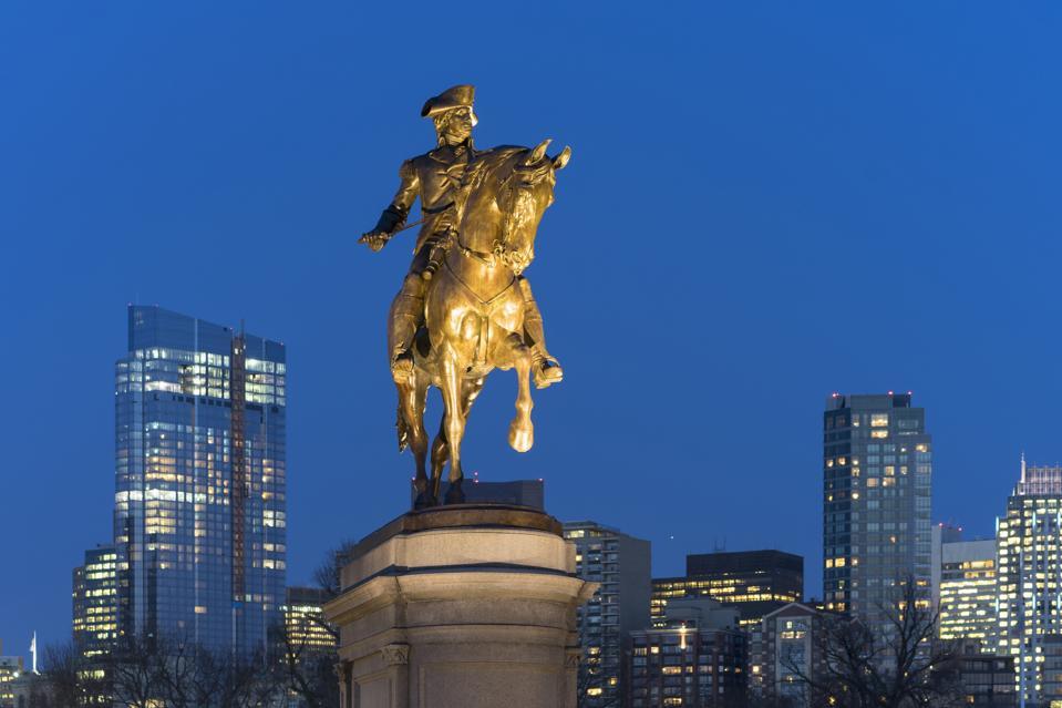 USA, Massachusetts, Boston, Boston Public Garden, Statue of George Washington on horse at dusk