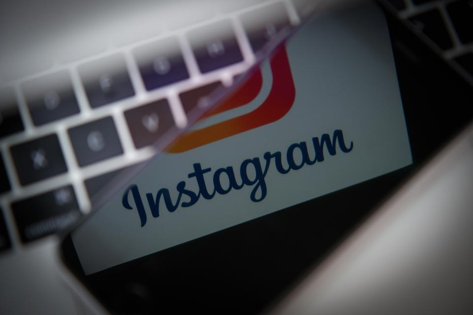 Instagram lets users upload photos without the app