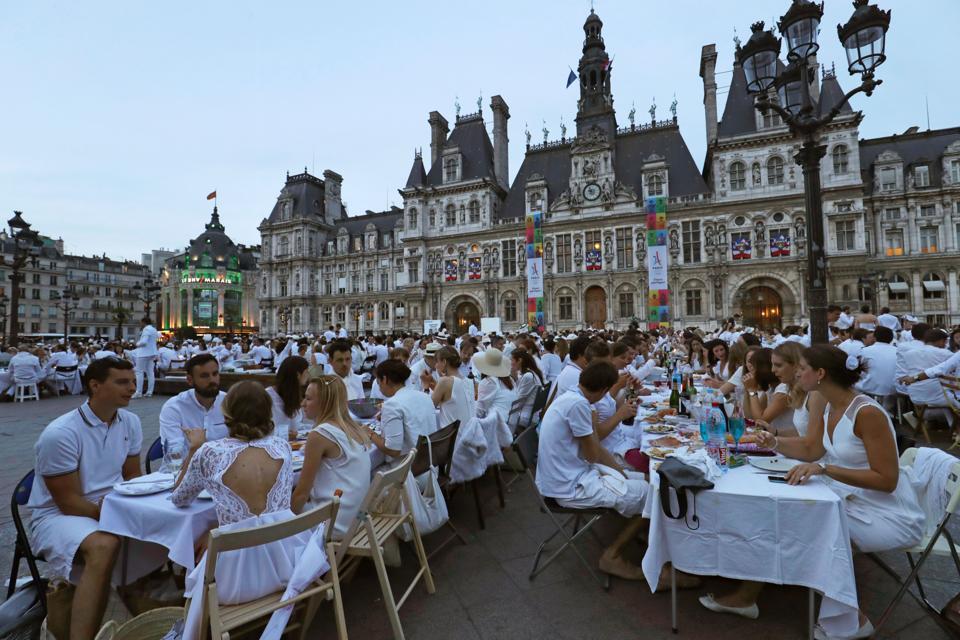 Diner en blanc 2017 how to participate in the most secret for Piscine publique paris