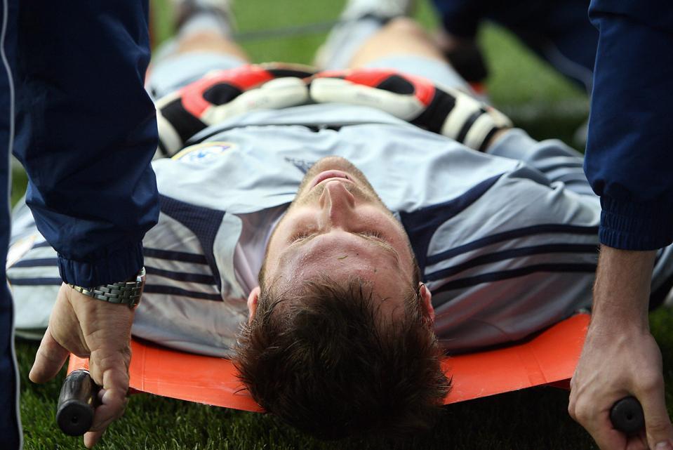 Chelsea goalkeeper Petr Cech lies is eva