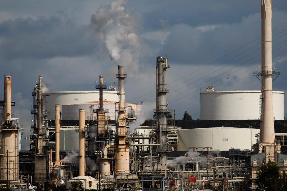 Oil Market Bulls Spooked By Inventory Rise As Uncertainty Plagues Investors
