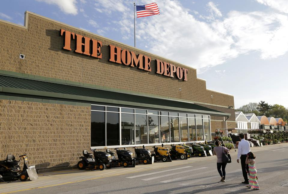 How many Home Depot stores are there in the U.S.? This statistic shows the number of stores of the Home Depot and Lowe's worldwide
