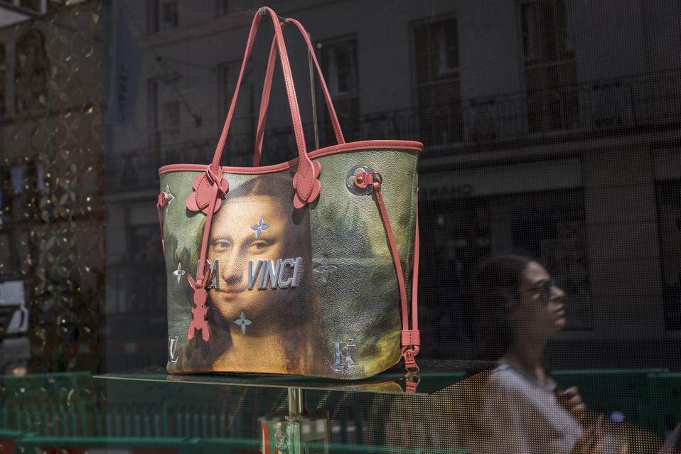 Louis Vuitton handbag with Mona Lisa in a shop window