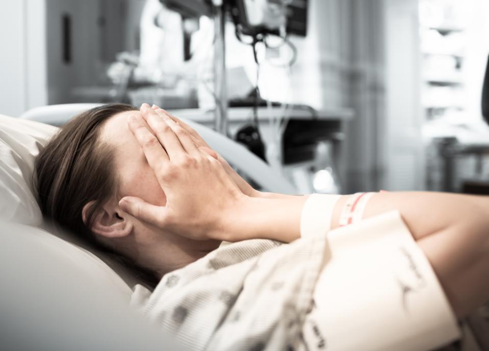 Stresset ung kvinde patient på hospitalet