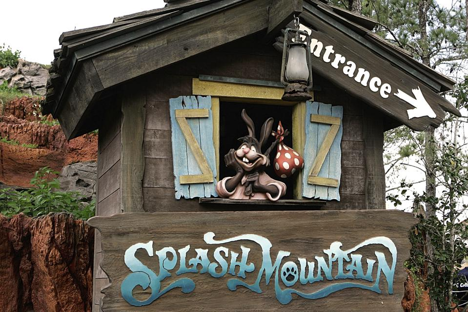 Splash Mountain sign in Walt Disney World with picture of Br'er Rabbit.