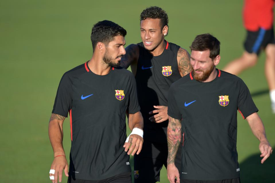 Neymar is undecided about a return to FC Barcelona from PSG, contrary to Messi's claims