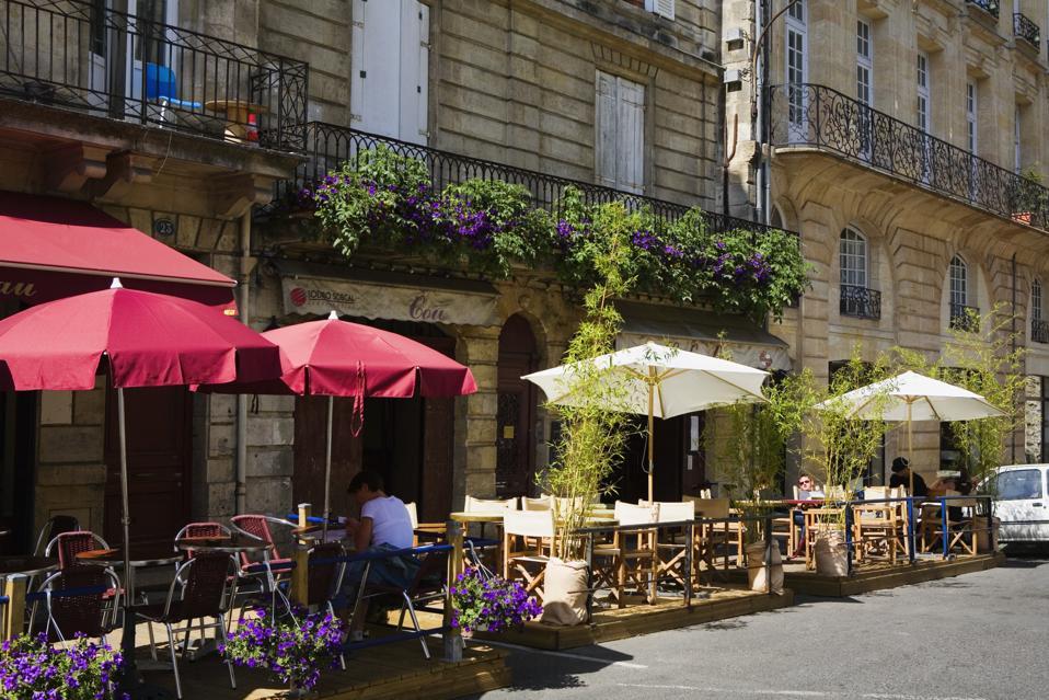 Sidewalk cafe at the roadside, Porte Cailhau, Vieux Bordeaux, Bordeaux, France