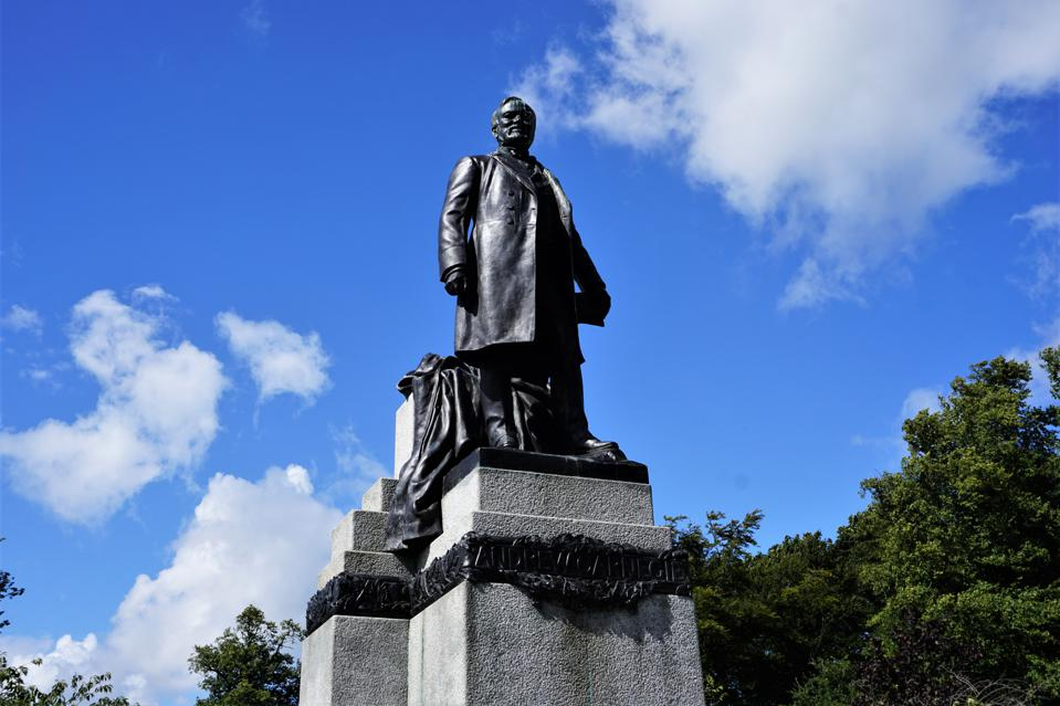 Dunfermline, statue of Andrew Carnegie