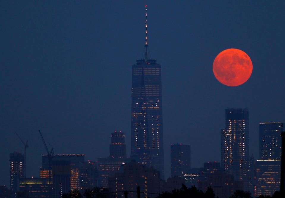 The full moon rises beside One World Trade Center in New York City on September 5, 2017 as seen from Newark, New Jersey. (Photo by Gary Hershorn/Getty Images)