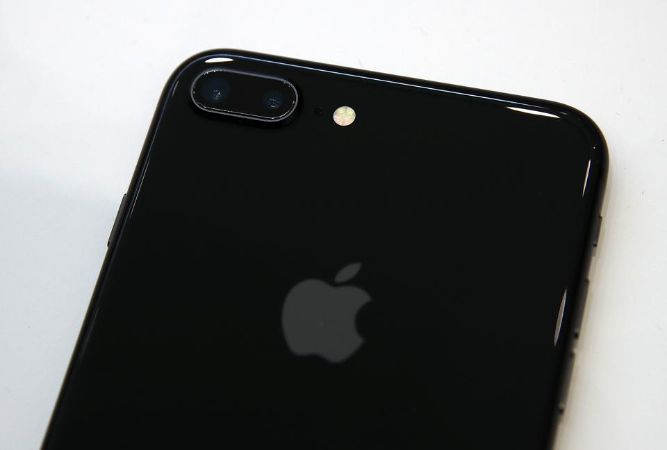 iPhone 8 Reviews: Apple's Perfect Vision Is Crippled by iPhone X