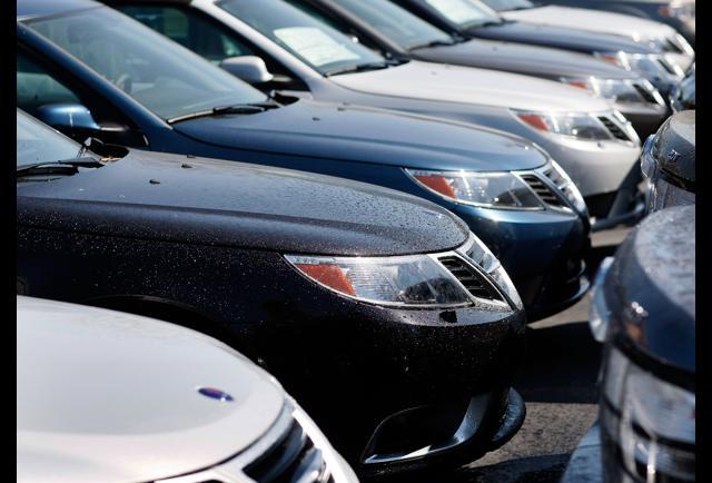 U.S. Auto Sales Slide Again Despite Discounts